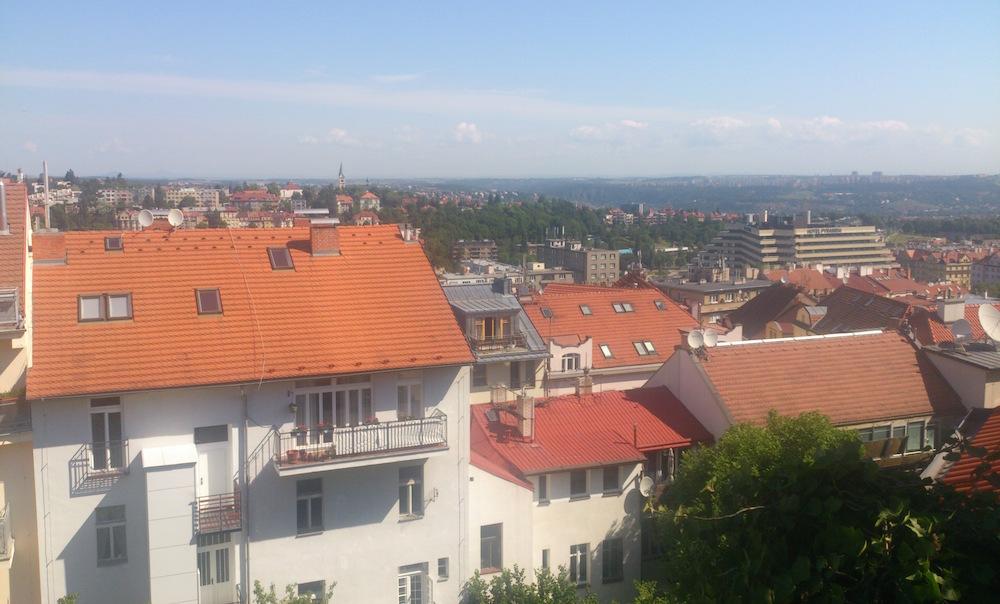 Prostorný podkrovní 3 + KK s terasou a výhledem na Prahu – Byt č. 12